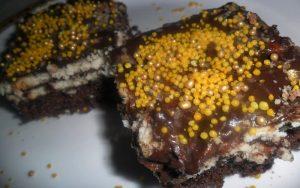 Altı Kek Üstü Bisküvili Pasta Tarifi