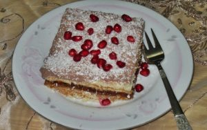 Elmalı Bisküvili Krem Şantili Pasta Tarifi
