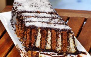 İki Renkli Bisküvili Pasta Tarifi