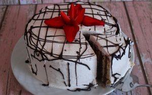 Kelepçeli Kalıpta Bisküvili Pasta Tarifi