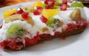 Meyveli Bisküvili Pasta Tarifi