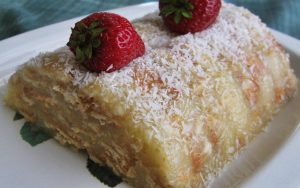 Nişastalı Bisküvili Yaş Pasta Tarifi