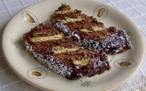 Pudingli Bisküvili Yaş Pasta Tarifi