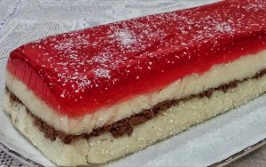 Vişne Jöleli Bisküvili Pasta Tarifi