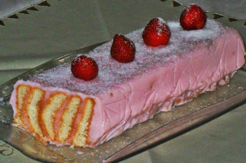 Çilekli Pudingli Pasta Tarifi