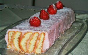 Çilekli Pudingli Yaş Pasta Tarifi