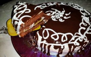 Ev Yapımı Yaş Pasta Tarifi