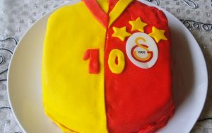 Galatasaraylı Yaş Pasta Tarifi
