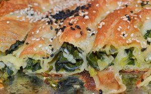 Çiğ Ispanaklı Börek Tarifi