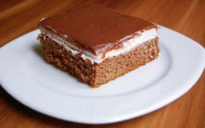 Krem Şantili Çikolata Soslu Kek Tarifi