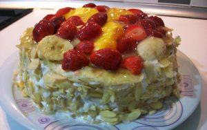 Krem Şantili Meyveli Pasta Tarifi