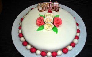Şeker Hamurlu Doğum Günü Pastası Tarifi