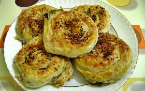 Sodalı Ispanaklı Gül Böreği Tarifi