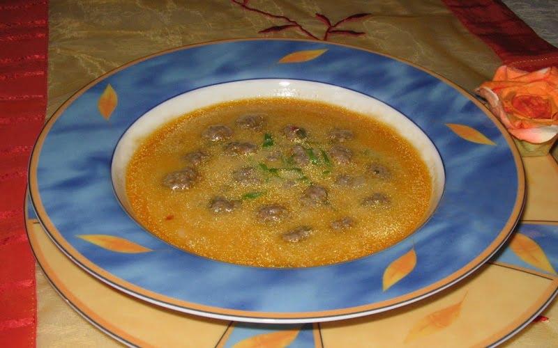 Köfteli Erişteli Yoğurt Çorbası Tarifi