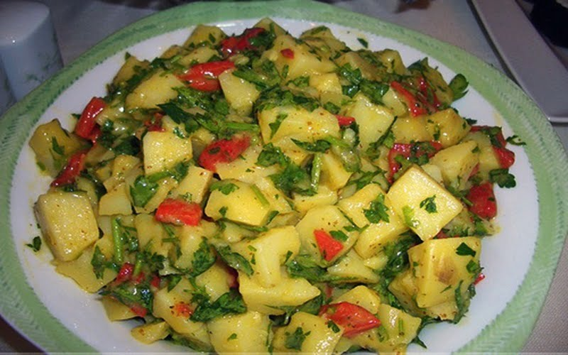 Soğanlı Patates Salatası Tarifi