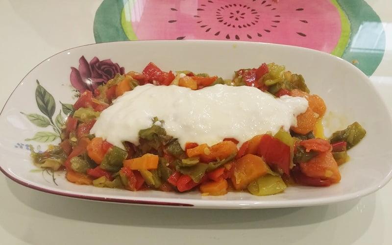 Yoğurtlu Biber Salatası Tarifi