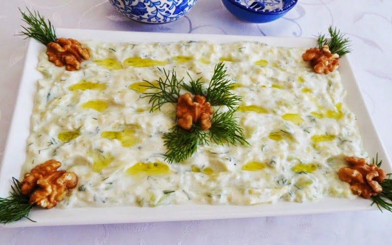 Yoğurtlu Salatalıklı Patates Salatası Tarifi