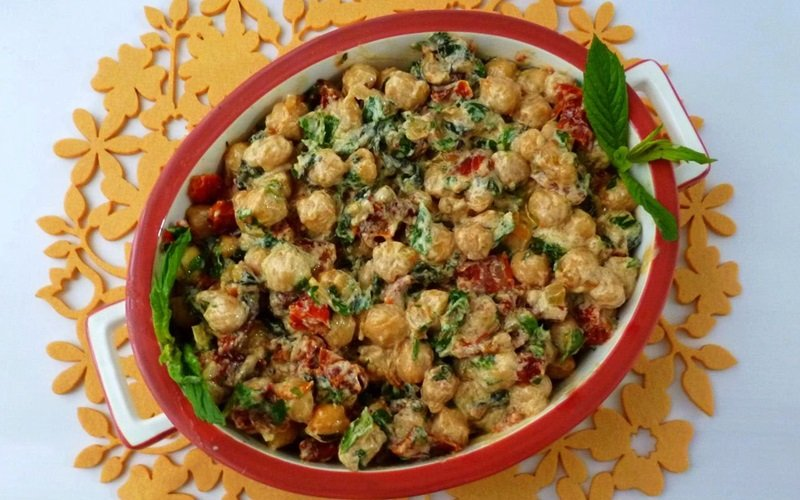 Tahinli Nohut Salatası Tarifi